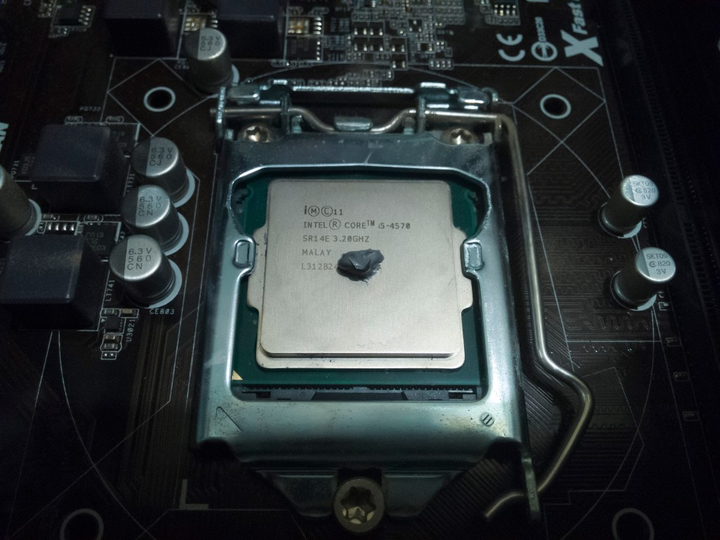 Close-up of the Intel CPU with Noctua NT-H1 thermal compound applied.